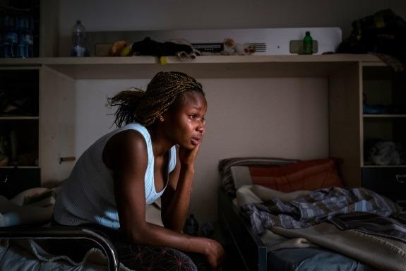 """""""Kazao mi je da me neće dovesti do Europe ako ne spavam s njime. Silovao me je."""" – Mary, 17-godišnjakinja iz Nigerije (Photo: UNICEF/Gilbertson)"""