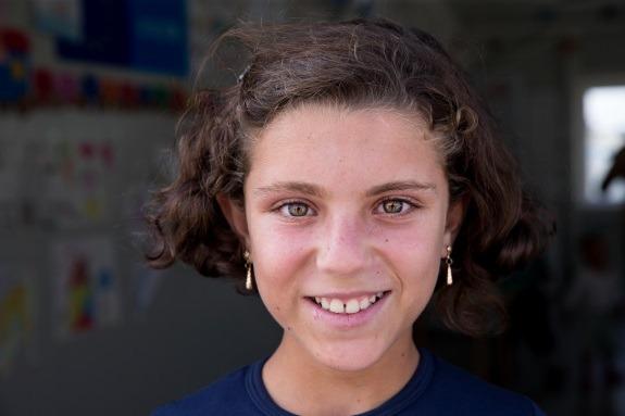 10-godišnja Hiba je s obitelji pobjegla iz ratom uništene Sirije. Danas živi u izbjegličkom centru u Makedoniji, koji pomaže i UNICEF.