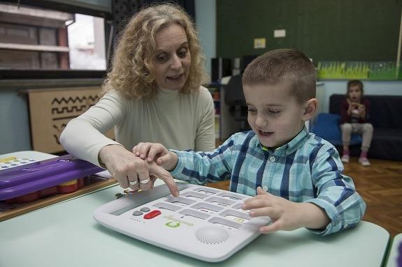 Noa s odgojiteljicom u vrtiću Centra za autizam u Zagrebu
