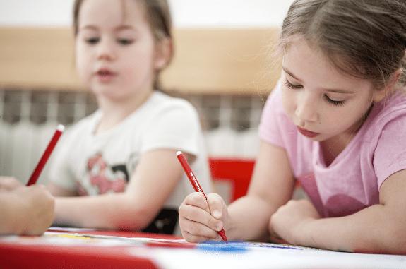 """Djeca u aktivnostima programa UNICEF-ova programa """"Škole za Afriku"""" u dječjem vrtiću """"Šarena loptica"""" u Zagrebu."""