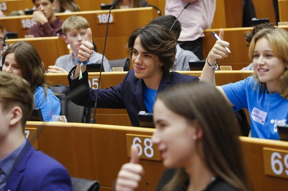 Children and youth at a Youth Parliament plenary session presided over by EP President Antonio Tajani