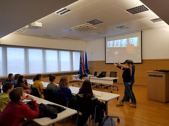 U tvrtki Končar-Inženjering za energetiku i transporti djeca su naučila koristiti se uređajima za virtualnu stvarnost za održavanje transformatorskih stanica