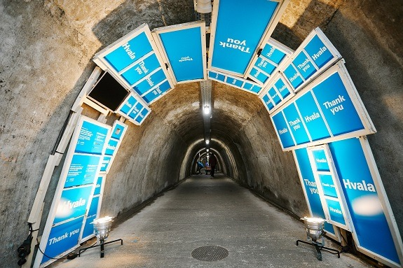 Na ulazu u Muzej realnosti u Tunelu Grič posjetitelje su dočekali prozori toplog obiteljskog doma koji zaslužuje svako dijete.
