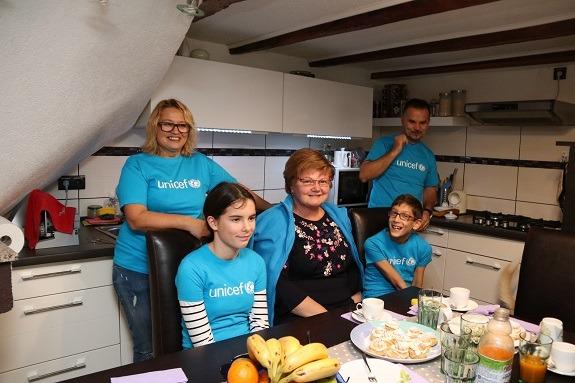 Ministrica za demografiju, obitelj, mlade i socijalnu politiku Nada Murganić postala je na jedan dan dijete u udomiteljskoj obitelji Britvec u Bakru