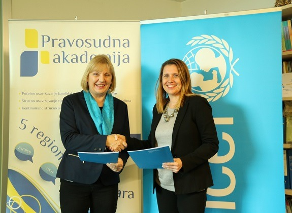 Deputy Head of UNICEF Office in Croatia Đurđica Ivković and Director of the Judicial Academy Andrea Posavec Franić after signing the Memoranda.